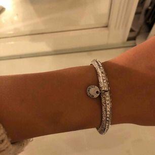 Armband från Lily&Rose! Superfint, dock saknas diamanter därav det billiga priset!☺️