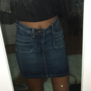 Fin kjol från hm, nyskick, säljes pgr fel storlek, 60 kr + frakt