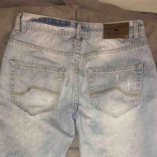 Ett par ljusblåa shorts från Knox, använda ett fåtal gånger, säljer eftersom att de var för stora. Köparen står för frakt.