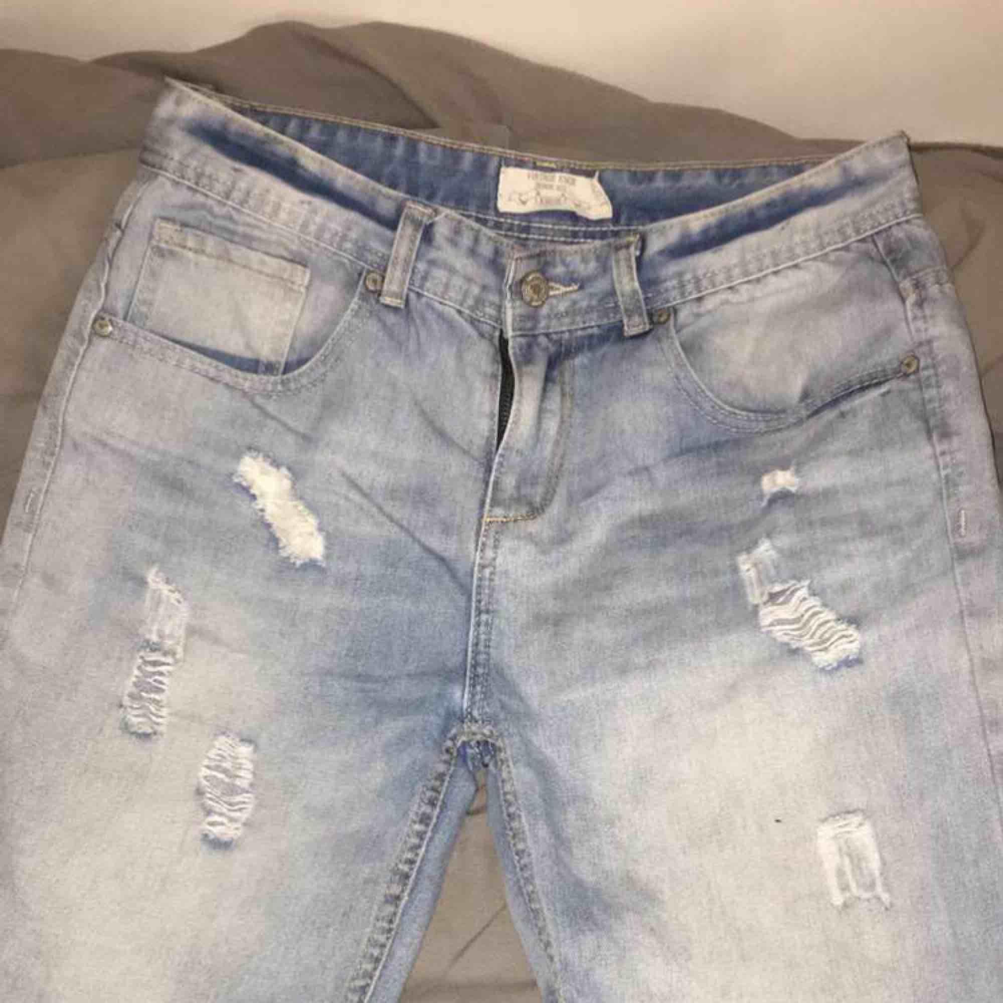 Ett par ljusblåa shorts från Knox, använda ett fåtal gånger, säljer eftersom att de var för stora. Köparen står för frakt.. Shorts.