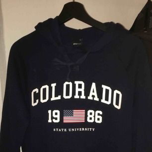 En jättefin hoodie från Gina Trikot, bra skick. Köparen står för frakt.