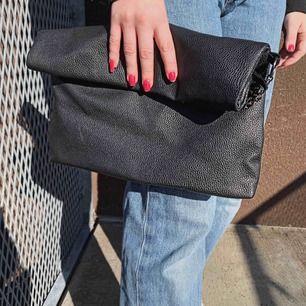 """En skön """"purse"""", snygg och enkel till fest."""