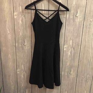 Svart klänning från GINA TRICOT i storlek XS