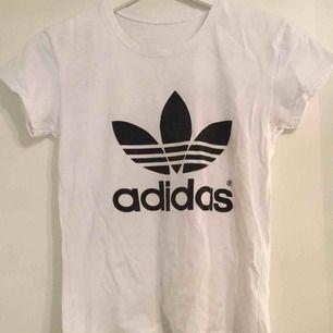 Adidas t-shirt storlek S