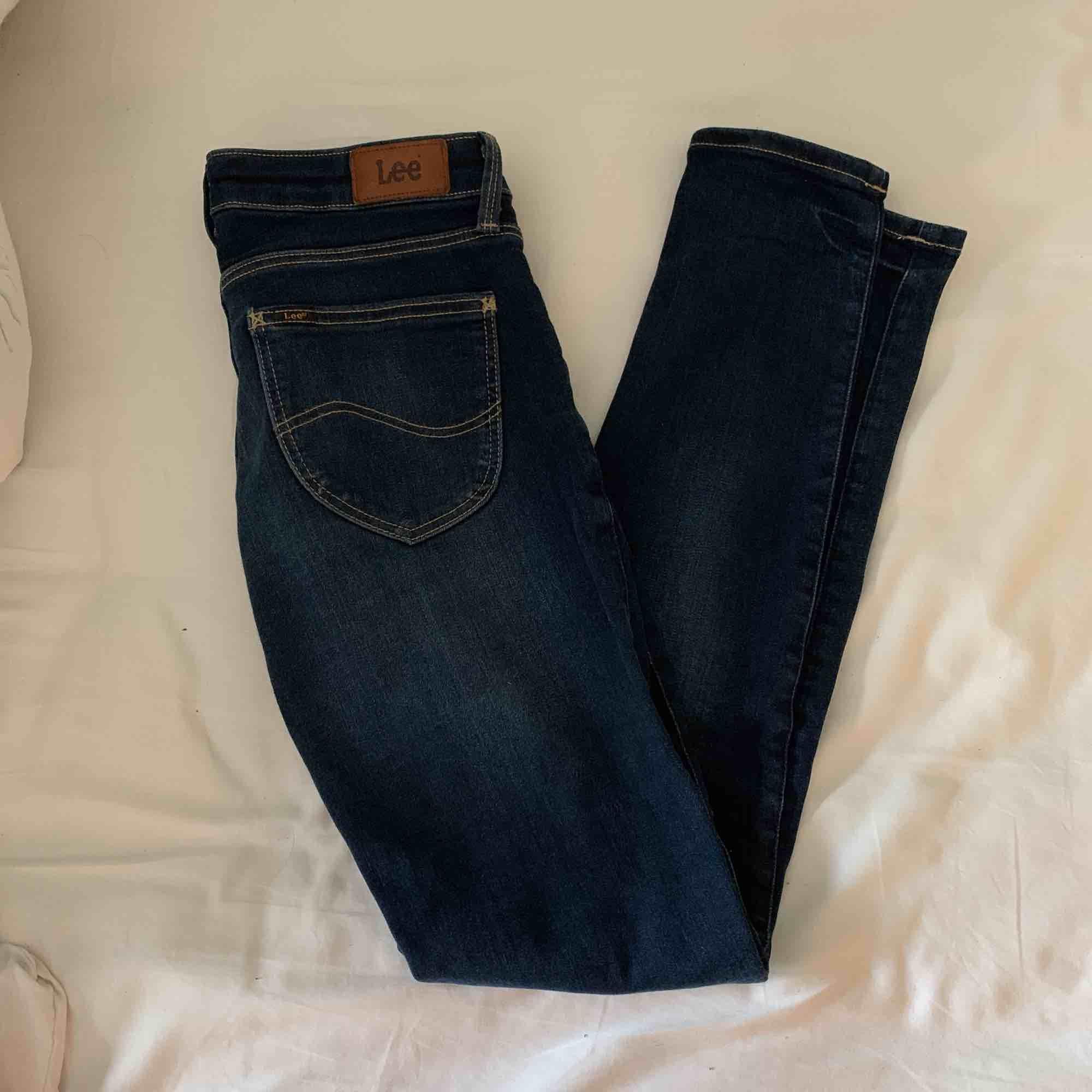 Storlek xs men passar även s. Använda Max två gånger , ny pris 700. . Jeans & Byxor.