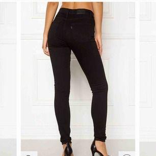 Snygga, tighta och stretchiga jeans från Levis! 🌸
