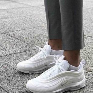 Nike air max 97, vita med reflex   De är ej tvättade på bilden men görs innan de skickas.