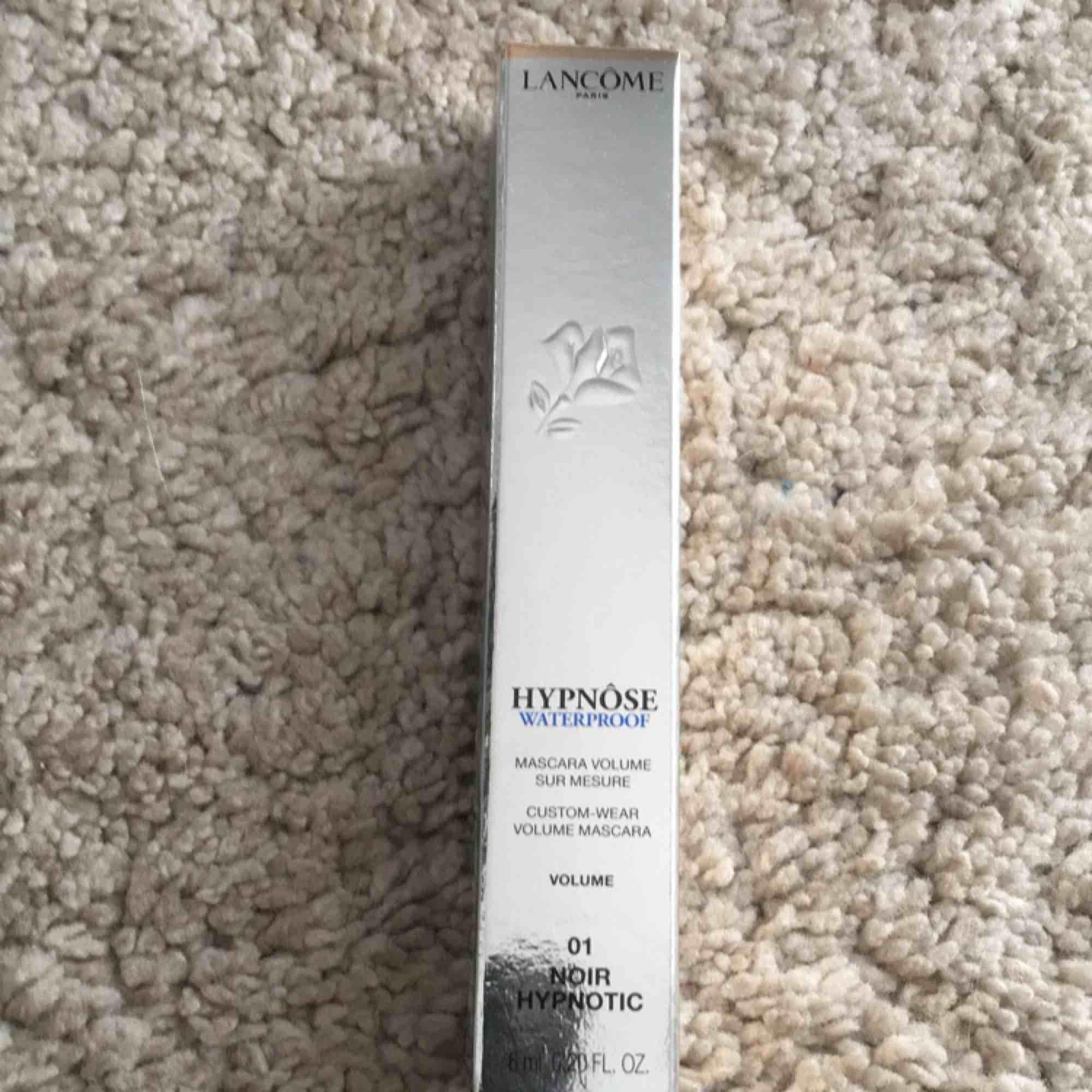 Säljer min lancôme waterproof hypnôse mascara. Köpt på Åhléns för 315kr. Bara testad 1 gång så den är som ny. Frakten är inräknad i priset!. Övrigt.