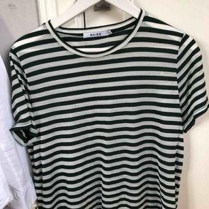 Randig T-shirt från nakd Aldrig använd Mer som en s-m