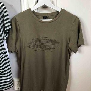 Gina tricot T-shirt  Oanvänd men har tyvärr klippt bort prislapparna av någon dum anledning Storlek S
