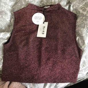Rosa glittrigt linne från NA-KD. Med frakt blir kostanden 66kr