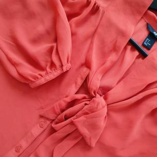Knall orange knutblus från H&M   Kan mötas upp i Huddinge, Älvsjö, Årsta, Globen & Västberga