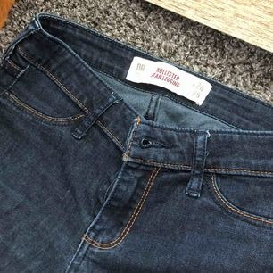 Snygga mörkblå byxor från hollister! (Köpte för 600 kr)
