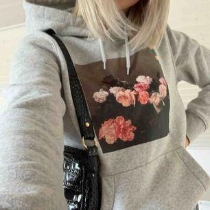 Skitsnygg hoodie köpt på herravdelningen på hm, använt max en gång