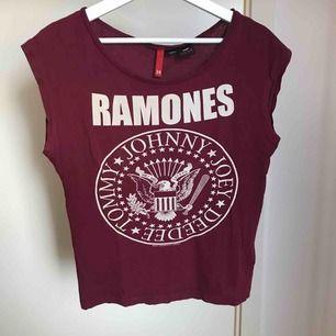 T-shirt med tryck från H&M, storlek 34.