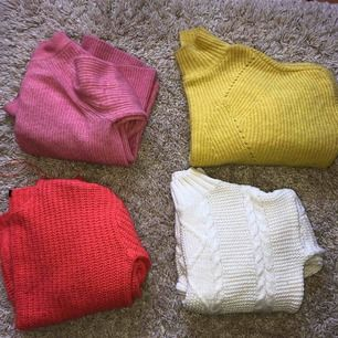 Stickade tröjor i lite olika modeller Den gula lite kortare med vida armar Den vita med vida armar och polo Alla för 90kr förutom den vita (140kr) Storlek S i alla Paketpris kan diskuteras