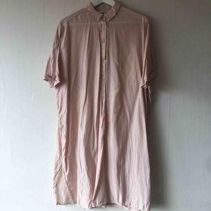 Mjuk och härlig skjortklänning från &other stories. Kan hämtas i Stockholm eller skickas!