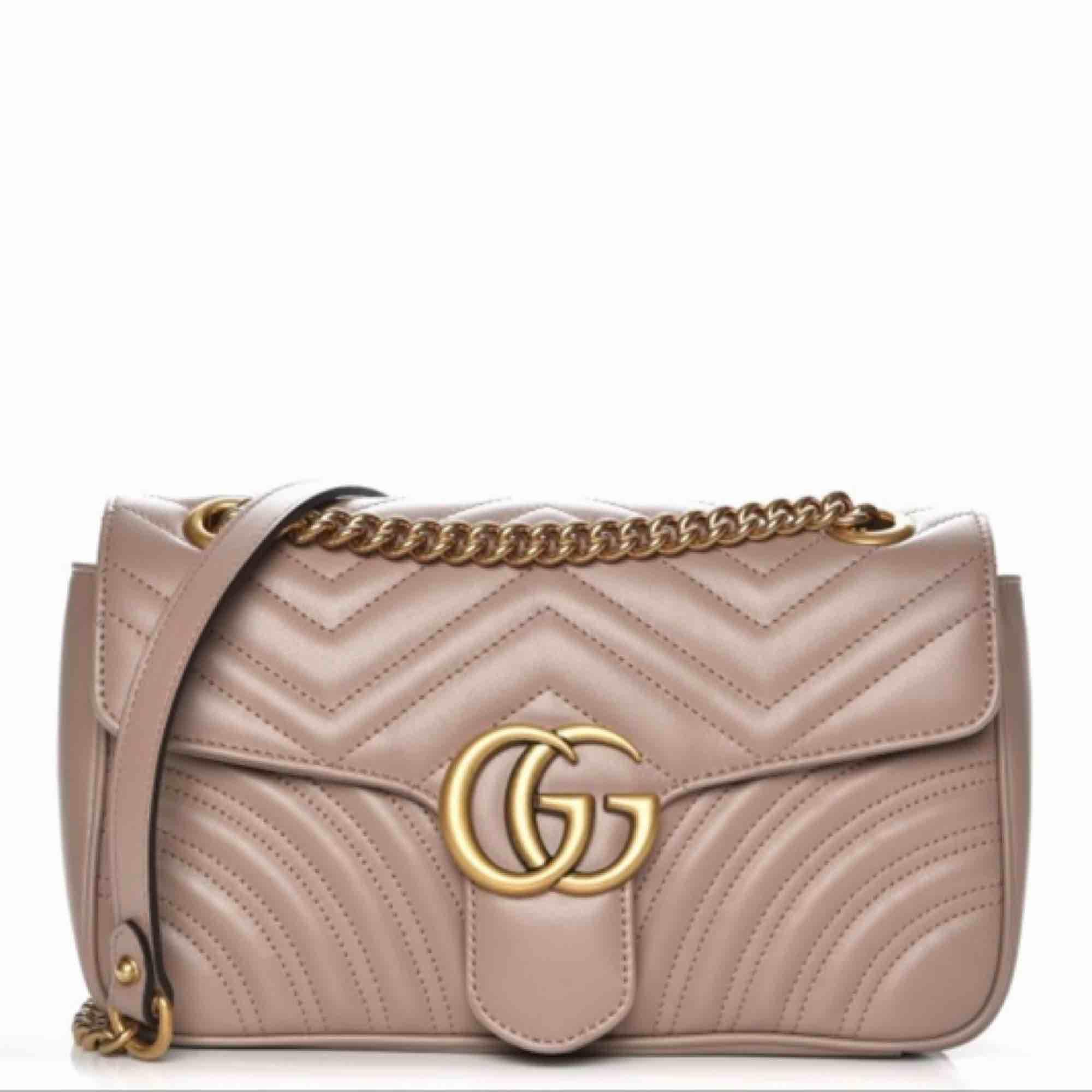 Gucci marmount dusty pink perfekt aaa kopia ser exakt ut som originalet även mocha tyg inuti. Väskor.