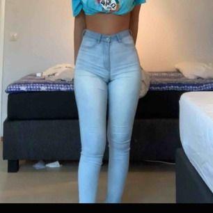 Jätte fina ljusblåa jeans från Hm. Använd skick