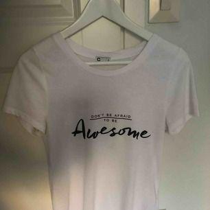 T-shirt, använd några få gånger. Frakt ingår ej!