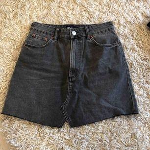 Superfin jeanskjol från Zara, säljer pga för liten🥺 frakt ingår i priset🥰