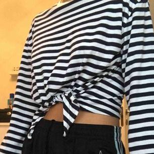 BLÅrandig tröja från Hm. Köpare står för frakt 😗
