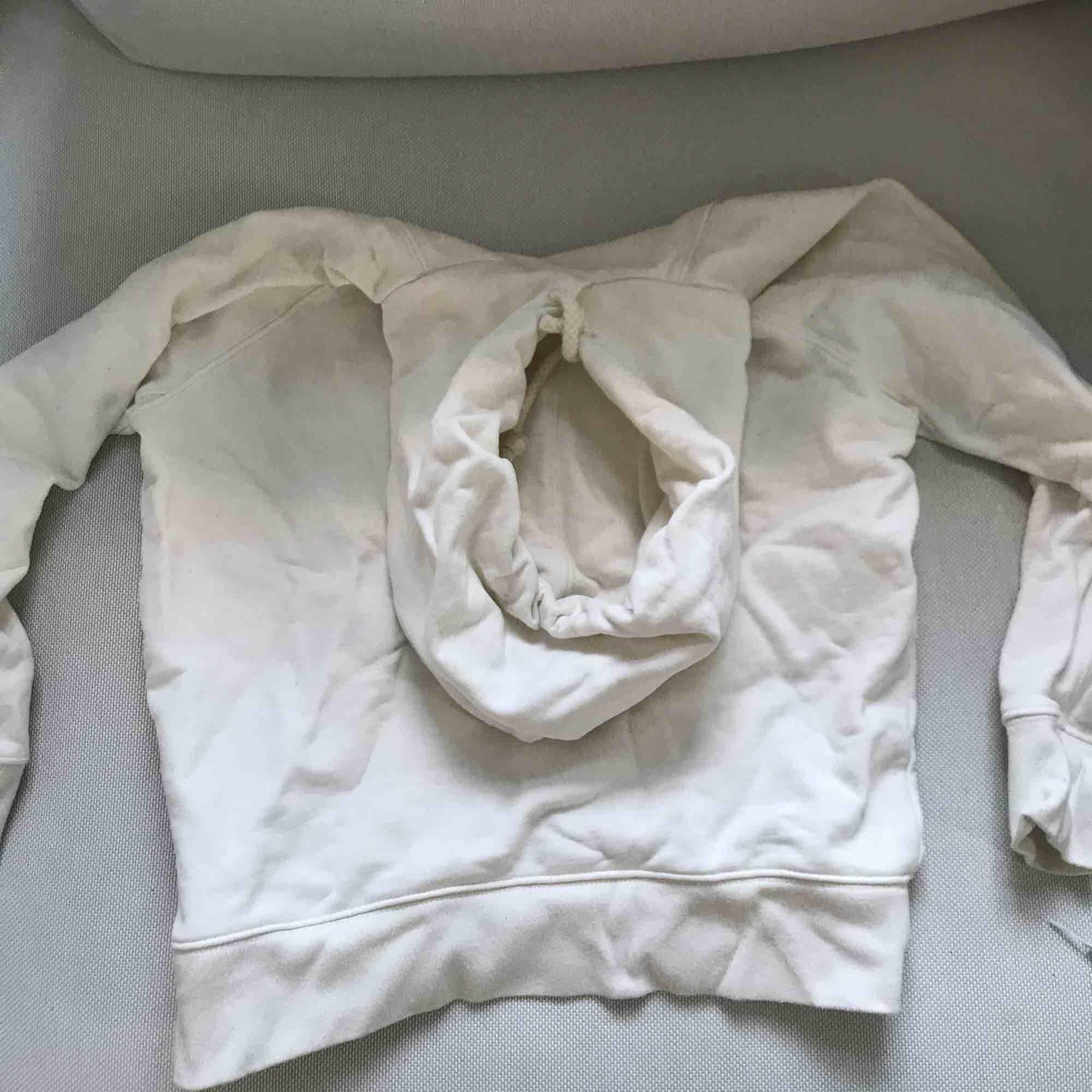 Levis hoodie i strlk xs, säljes då jag aldrig använt den. Hoodien har ganska tjockt material. Köpare står för frakt. Huvtröjor & Träningströjor.