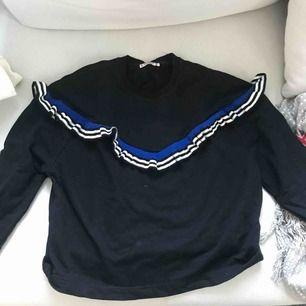 En sweatshirt från pull and bear i strlk xs, säljs då jag ej använt den. Köpare står för frakt