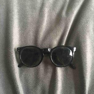 Ett par solglasögon som jag köpt på Ullared för ett år sen. Är som nya! Tveka ej på att kontakta mig👍🏻