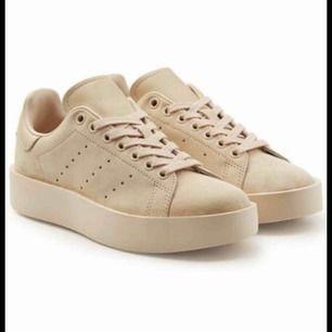 Superfina beiga Stan Smith adidas skor, använda ett fåtal gånger. Obs frakt tillkommer. Pris kan diskuteras