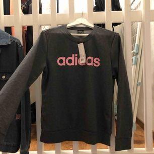 Helt oanvänd sweatshirt från Adidas med lappar kvar🥰