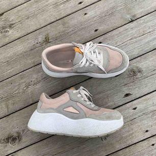 Sneakers från ZARA, nypris ca 500. Köparen står för frakt eller upphämtning i gbg.