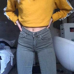 Ett par ass balla militärgröna Jeans från Gina. Använt två gånger. Frakt tillkommer :))