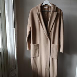 Super fin kappa från WERA, tyvärr en storlek för stor för mig själv.   50% Ull 32% Polyester 18% Viskos