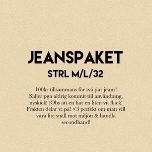 Perfekt Jeans paket!🥰sköna jeans, sitter inte tajta alls! Helt som nya förutom den lilla vita fläcken som knappt syns (bild3). Kan nog tas bort i tvätt! Märke:Noisy May och org pris tsm var 500kr 👍 båda är samma modell fast olika färger. Hör av er!