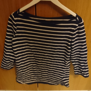 Barely used shorts sleeved shirt with dark blue and white stripes. 95% cotton 5% elastane