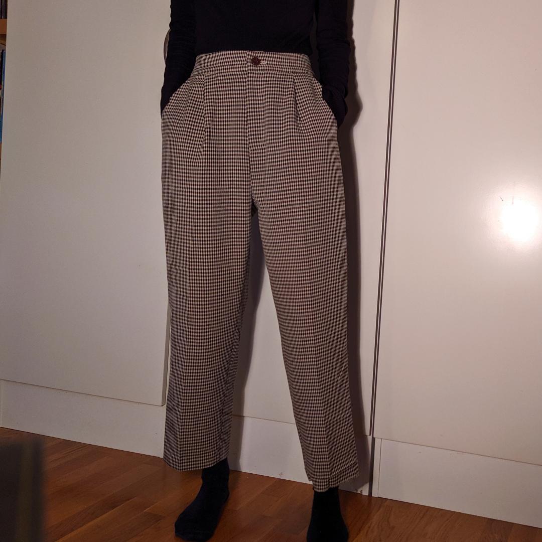 Bruna rutiga byxor i storlek XS-S.   Står M på etketten men är köpta i Japan så är mindre.  . Övrigt.