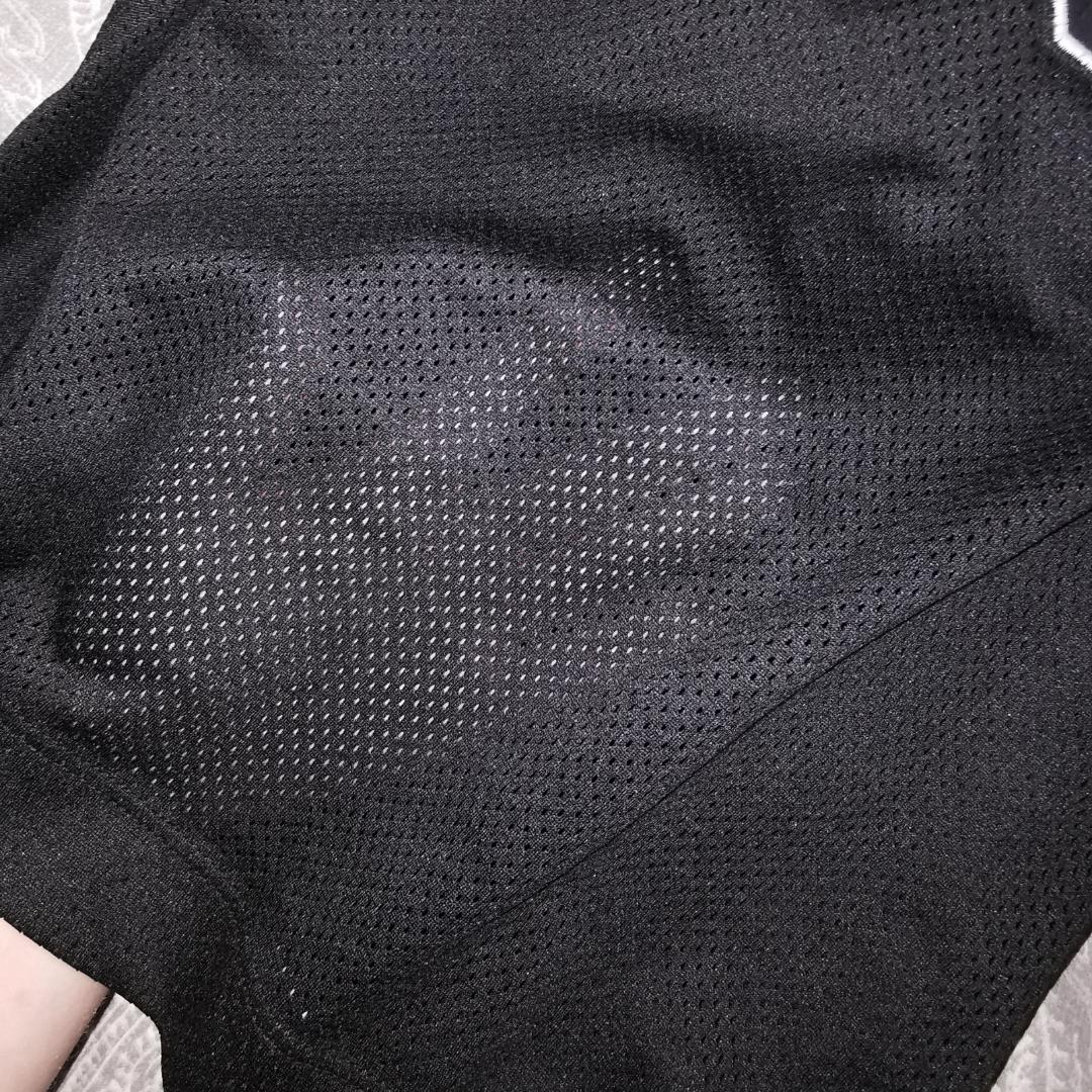 Säljer denna snygga oversized tröja/klänning, jag har vanligtvis XS/S och såhär sitter den på mig men den passar även på S, M, L beroende på hur man vill att den ska sitta. Materialet kan ni se på andra bilden. Jättefint skick och köparen står för frakt. . Tröjor & Koftor.