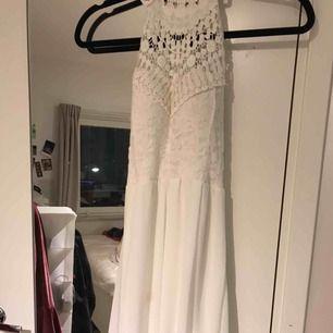 Fin klänning knappt använd, har inlägg inuti klänningen