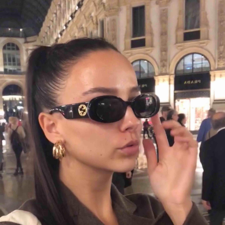 Gucci solglasögon köpta från zalando, kvitto finns! Nypris 2545:- Använda två gånger, nytt skick.. Accessoarer.