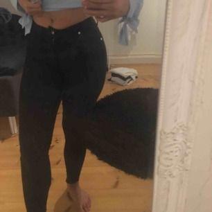 Supersköna jeans i högmidjad modell, nästan oanvända