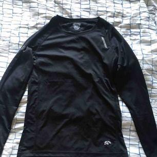 Två träningströjor från karhu i storlek XS. Endast använda en gång. 80kr styck ock frakt tillkommer.