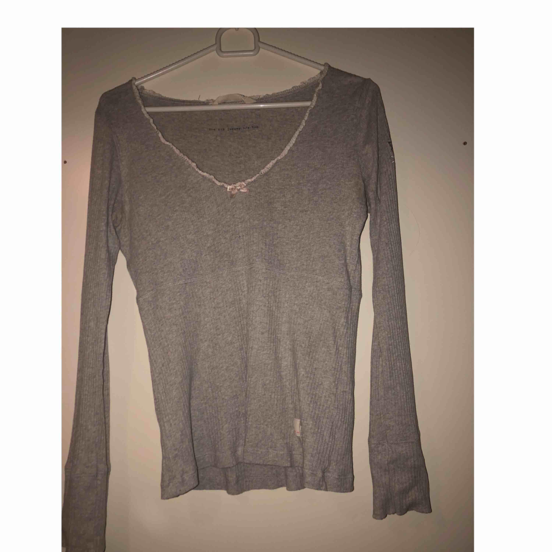 Säljer pågrund av att jag vill bli av med kläder. Huvtröjor & Träningströjor.