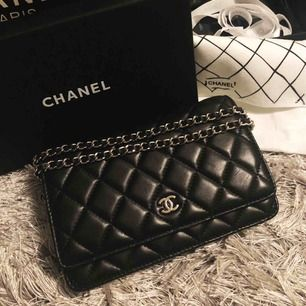 Chanel woc väska i äkta skinn, silver detaljer. Nedkommer box, påse, dustbag, band m.m TOP KVALITE