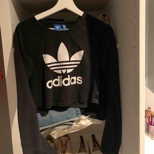 Jättefin crooped tröja från adidas! Använd vid ett tillfälle