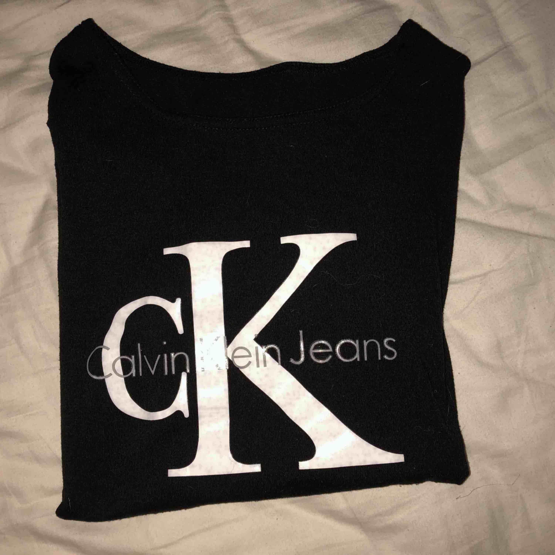 Snygg ck T-shirt säljer nu pågrund av att jag vill bli av med lite kläder . T-shirts.