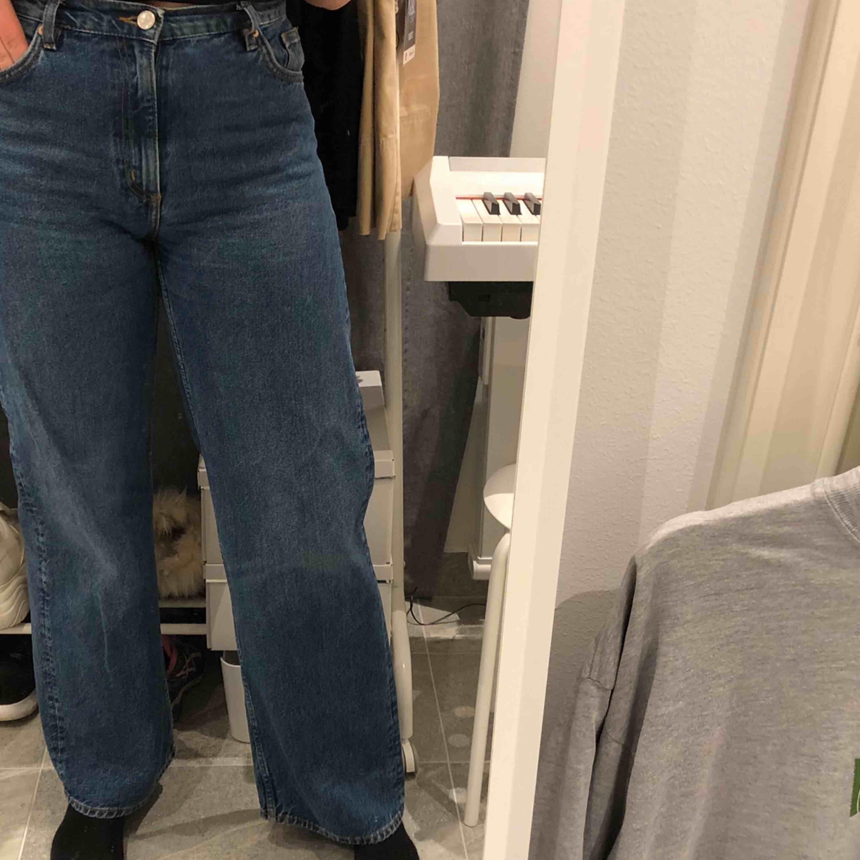 Jeans från Monki i stl 30, frakt tillkommer Modellen heter YOKO. Jeans & Byxor.