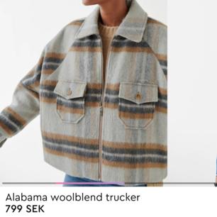 Populäraste jackan från Gina Tricot som är helt slutsåld i denna storleken i alla butiker och på hemsidan. Endast använd en gång så i nyskick!! Tar bud💖 köpte förra veckan för 799 kr.