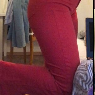 Snygga röda jeans