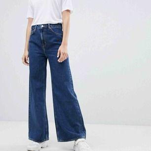 Säljer dessa weekday jeans! Färgen på jeanstyget heter ohio blue och byxmodellen Ace. Nypris 500kr. Fint skick, säljer pga för stora för mej. Möts upp i Sthlm eller så kan jag posta, frakt tillkommer isåfall🌸
